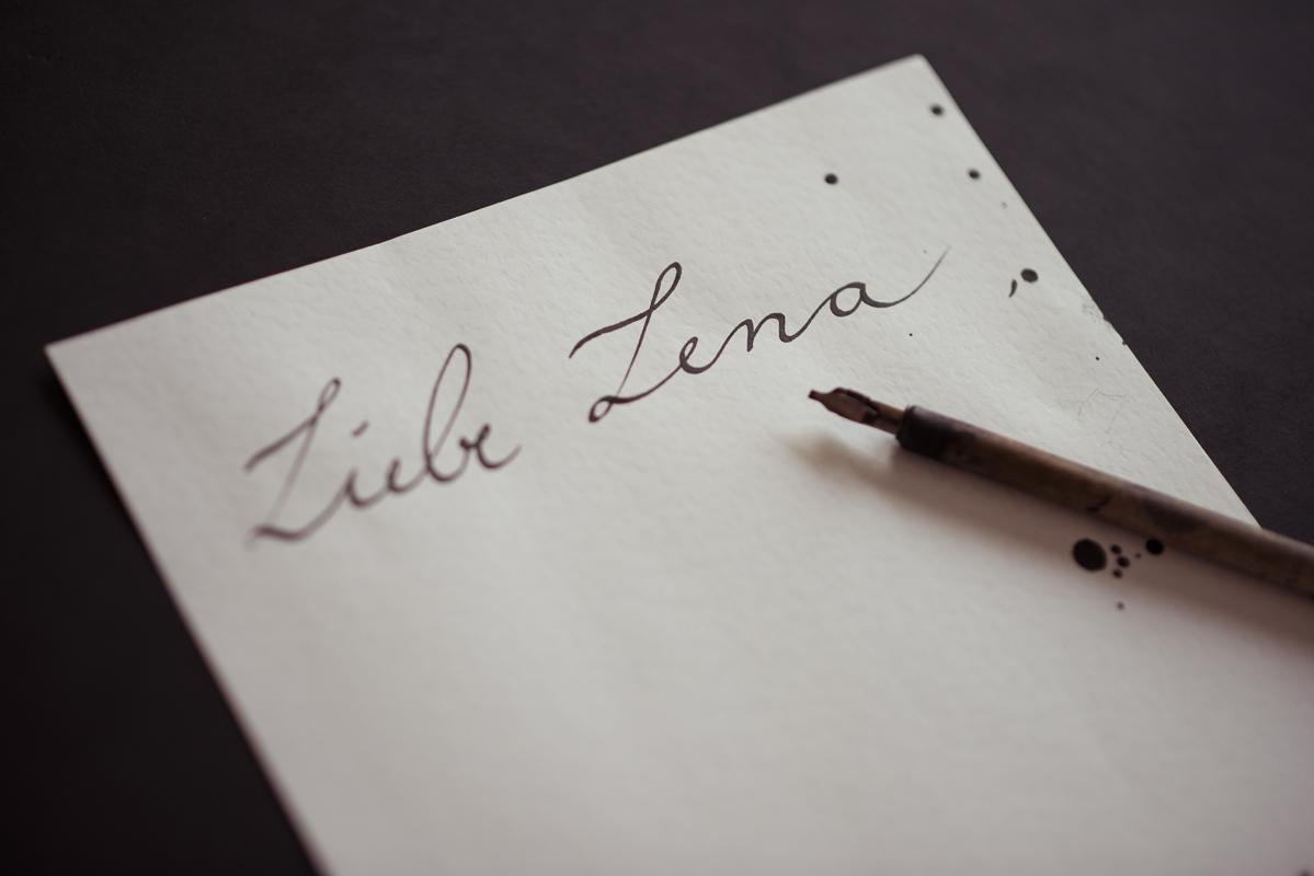Zettel mit den handgeschriebenen Worten Liebe Lena